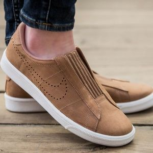 Nike Tennis Classic Ease Slip on Sneakers